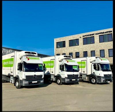 Kühlfahrzeuge an unseren Kunden übergeben